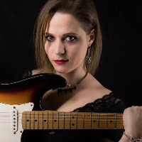 Eliana Cargnelutti - Blues Rocker from North Italy Tours the UK