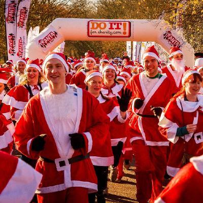 Christmas Run Park.Santa Run For St Joseph S Hospice Victoria Park London