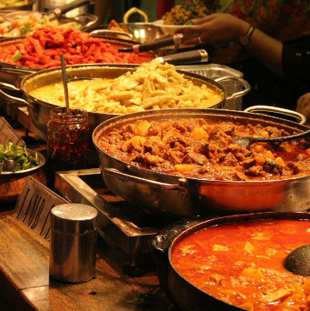 Venue Eid Celebrations Gala Buffet Live Cooking And Live Music  # Buffet Metal Rouge