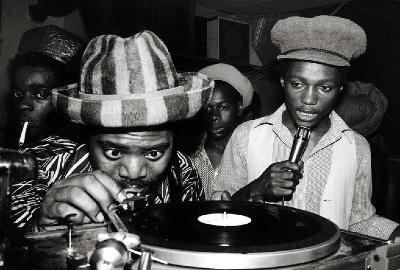 """La Chica del Viernes""...quiere bailar 956610_0_dub-inna-pub-dubconductors-reggae-sound-system_400"