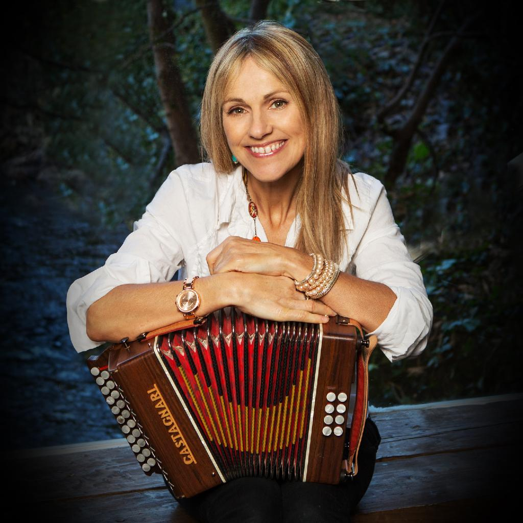 Sharon Shannon & Band with special guest Seckou Keita
