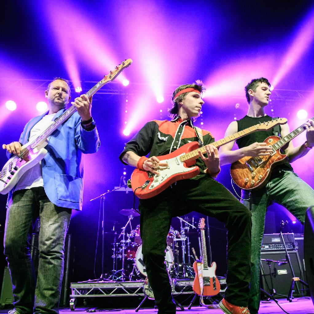 Money For Nothing - UK's No 1 Dire Straits Tribute Band