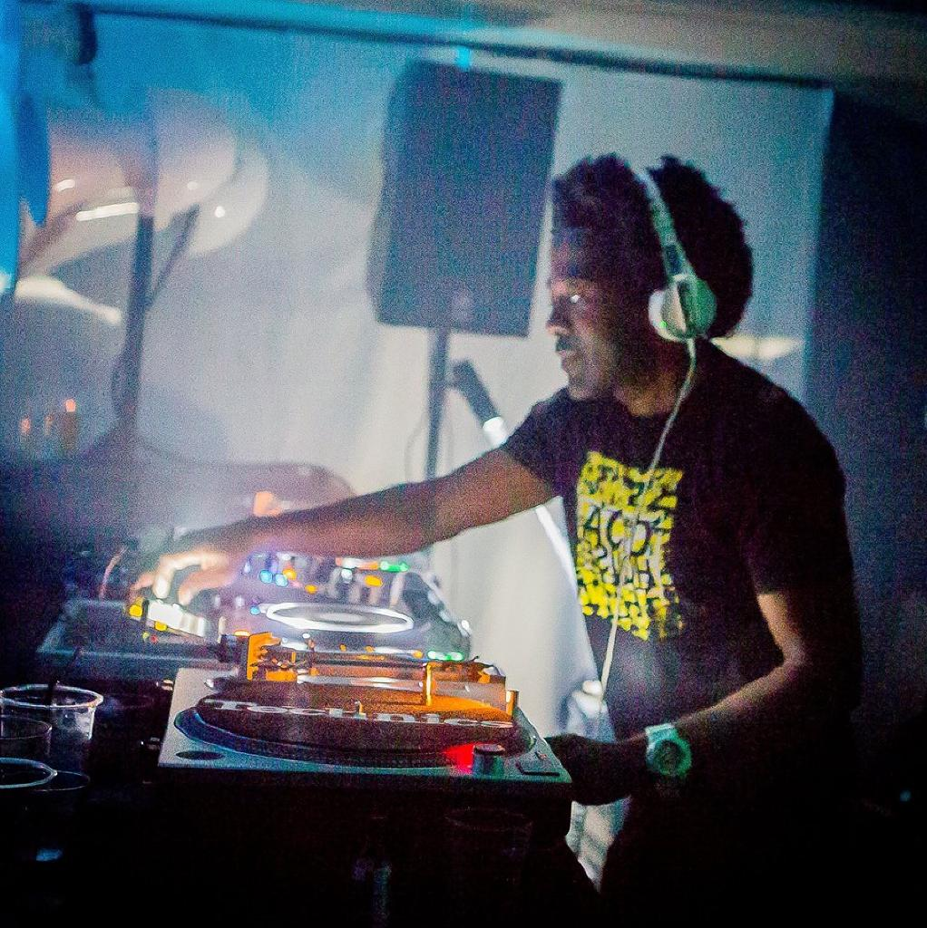 Dj pierre a guy called gerald back 2 back tickets for Acid house djs
